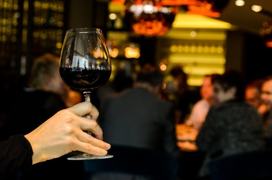 Way to Hold a Wine Glass