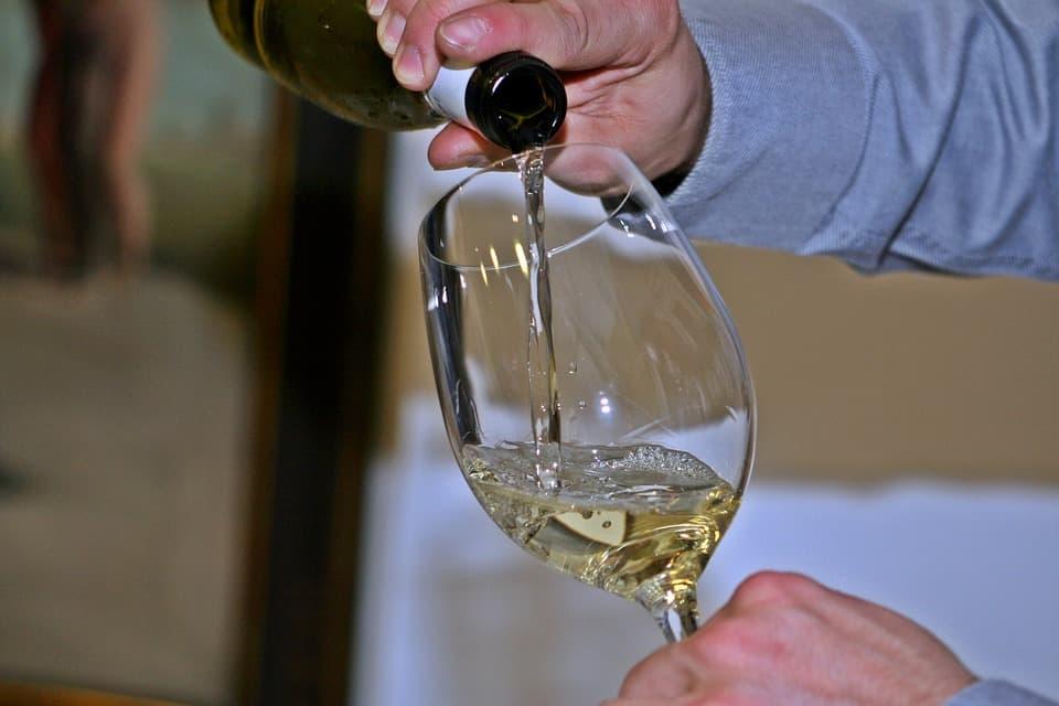 How to Blind Taste Wine Like a Sommelier