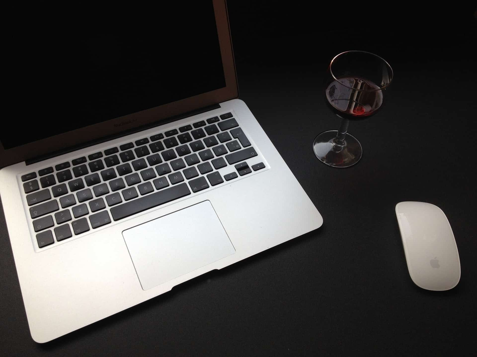 Send wine online as a gift using the right websites.